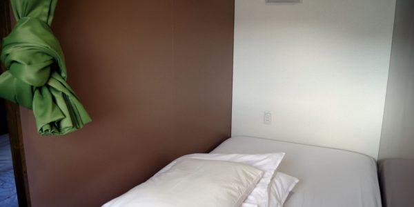 ベッド902