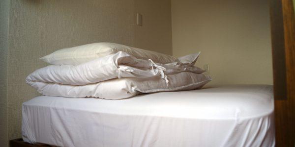 ベッド702